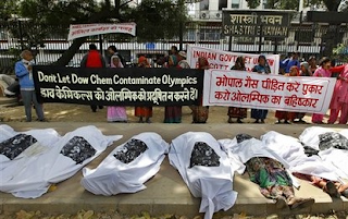 La indignación ante Dow Chemicals por el desastre de Bhopal