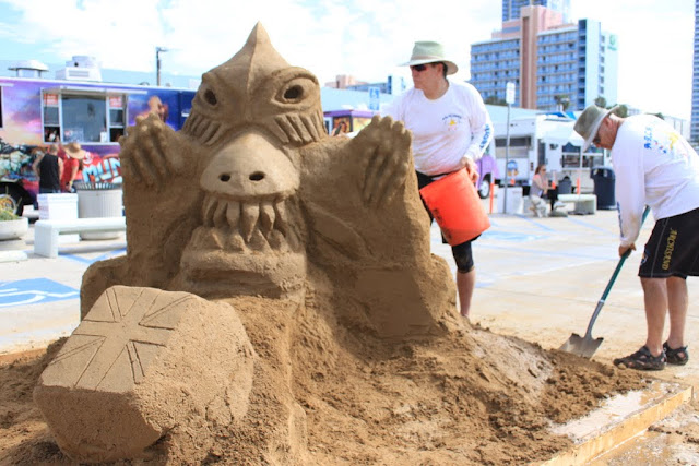 Is that a dinasour sculpture at the U.S Sand Sculpting Challenge 2012 in San Diego, California, USA