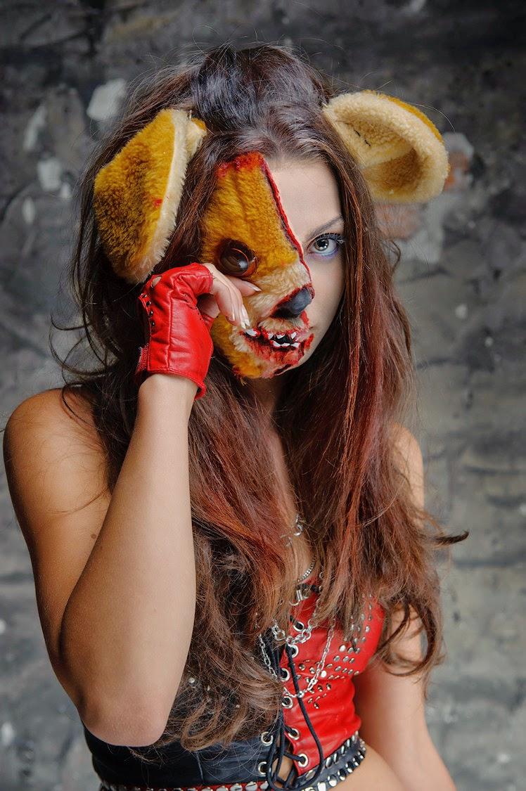 [138.] Krwawa charakteryzacja z maskotką w roli głównej.