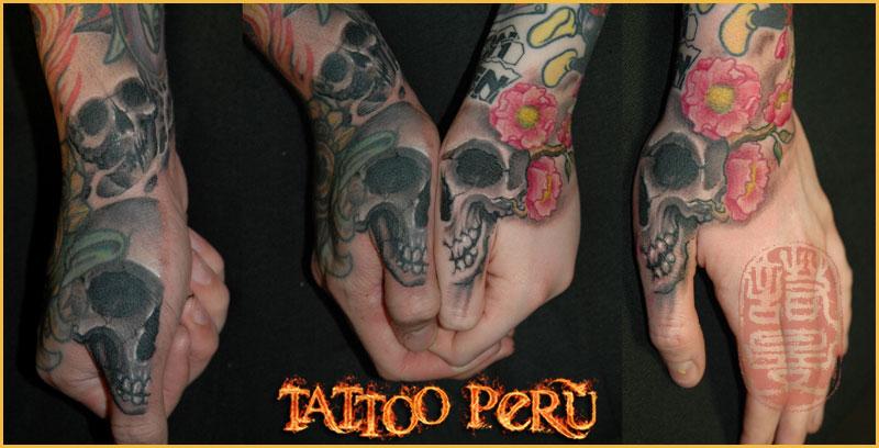 las mejores Fotos de Tatuajes, Diseños de Tatuajes y variedad de Tattoos. También encontrarás Catálogos de Tatuajes y Tribales 01_tatuajes_en_las_manos