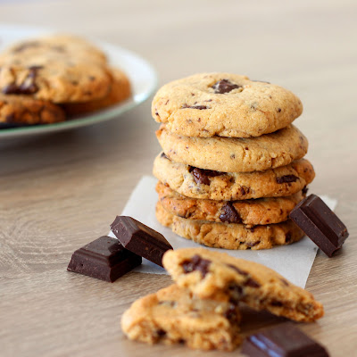 Illustration 2 cookies beurre de cacahuète et chocolat noir