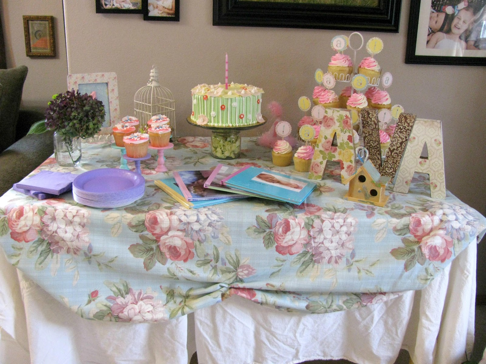 Birthday cake table decorations with balloons the house for Table decoration ideas