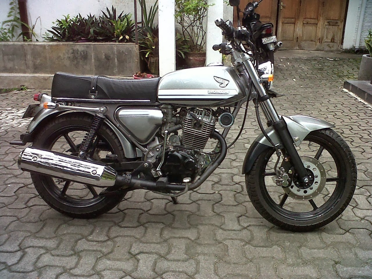 Foto-modifikasi-honda-cb-100