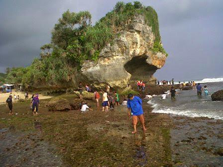 Pantai Indrayanti di Gunung Kidul