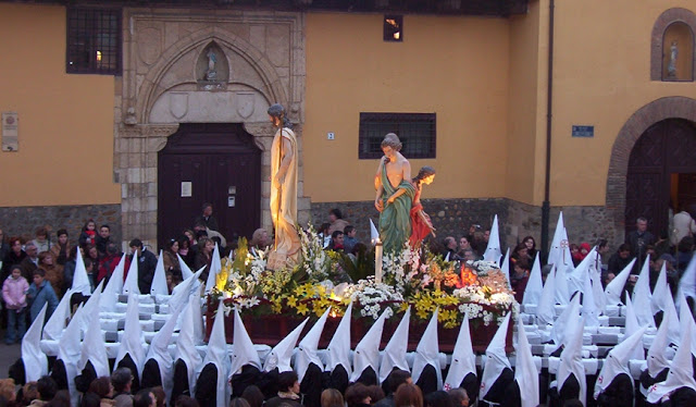 El Hombre Nuevo. Cofradía Santo Sepulcro Esperanza de la Vida. Sábado de Páscua. Foto G. Márquez