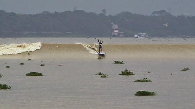 Chasing The Baan Surfeando en el Ganjes 01