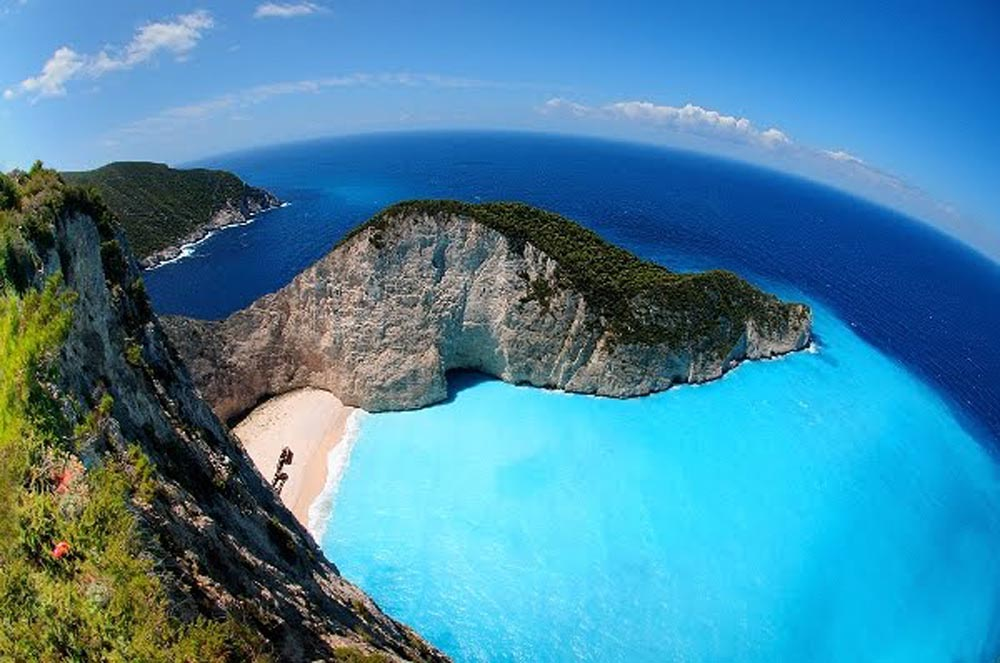 Image result for A praia de Navagio Beach na Grécia