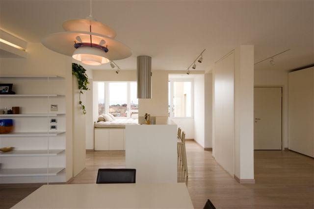 Appartamento attico anni 39 30 michele gambato architetto - Cucina total white ...