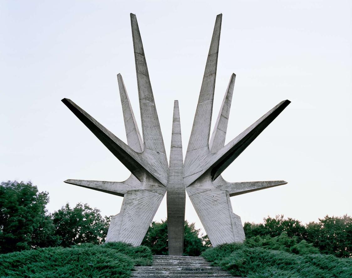 Construcciones socialistas de aspecto futurista Spomenik_03