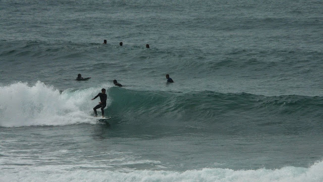 izquierda sopelana surfista