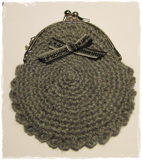 La boquilla es de 8x5cm. La lana es de Phildar, calidad Charly
