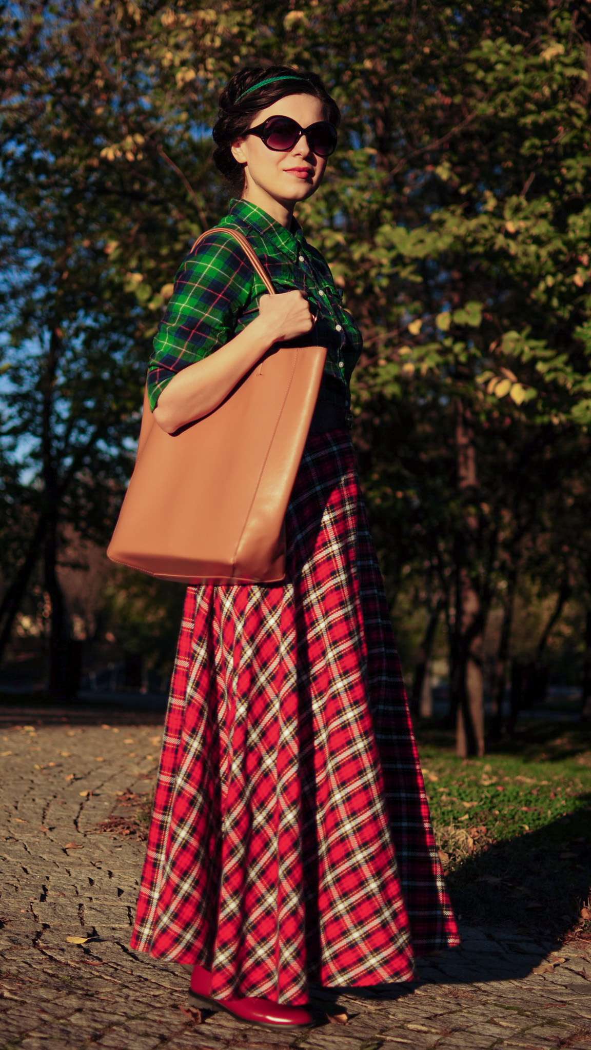 tartan maxi skirt tartan shirt green burgundy maxi bag autumn fall leaves scenery
