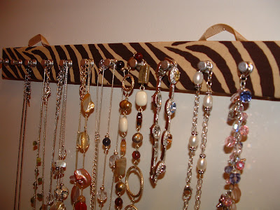 wall-mounted necklace holder with zebra leopard pattern