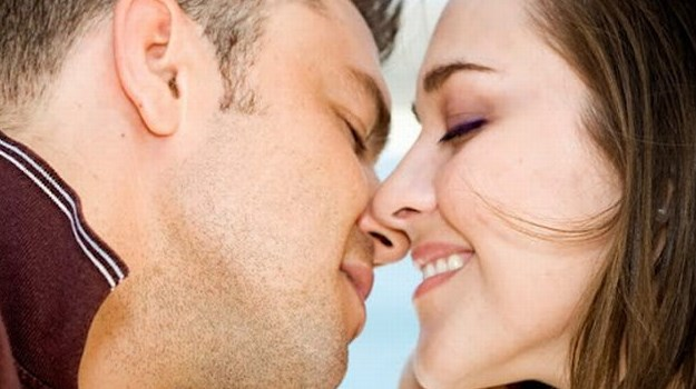 Cara Ciuman Bibir Yang Enak dan Merangsang