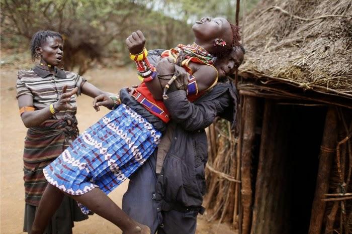 Mulher levada para casamento forçado