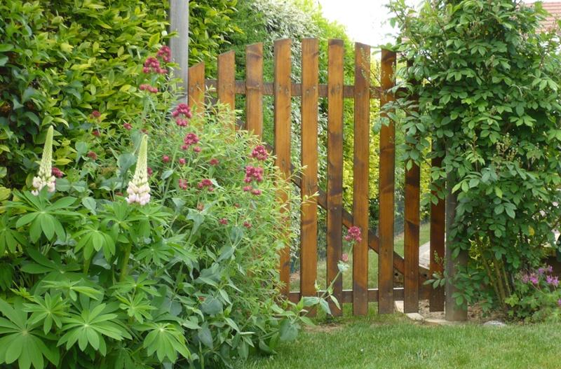 Le jardin de pacalou les l ments du d cor for Fabriquer un portail de jardin en bois