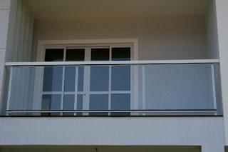foto de guarda corpo de vidro para sacadas