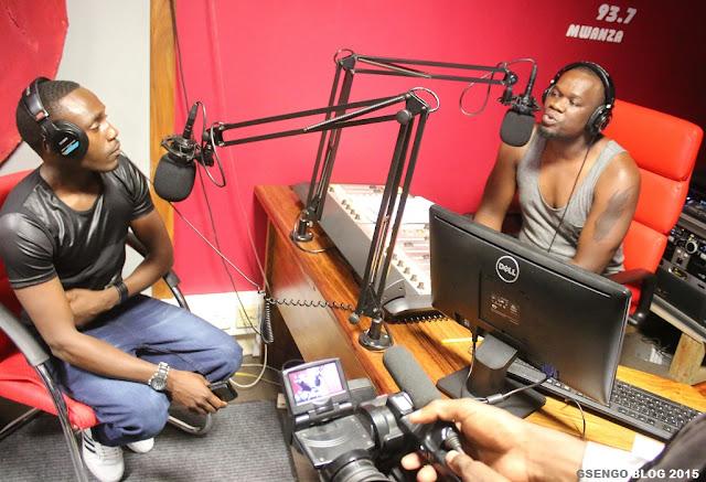 Mkali wa Songi la 'Amarula' Roberto toka Zambia awasili nchini Tanzania, atua Mwanza pata mahojiano aliyofanya na Jembe FM 93.7