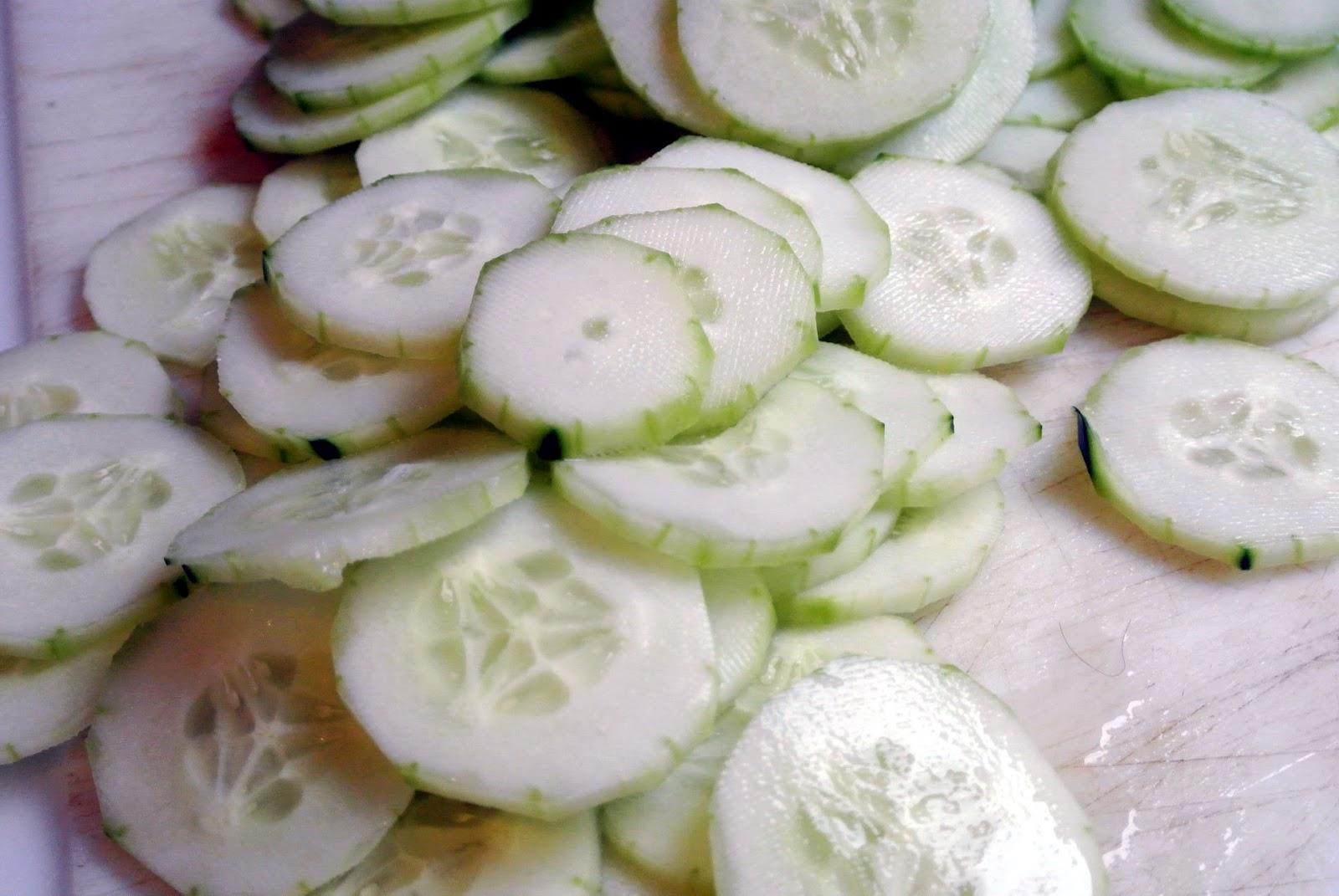 Creamy Cucumber Salad http://whatsfordinner-momwhatsfordinner.blogspot ...
