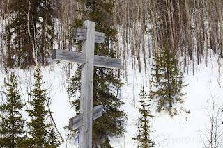 Памятный знак на Сульском Падуне. Река Сула - левый приток Печоры. Ненецкий автономный округ.