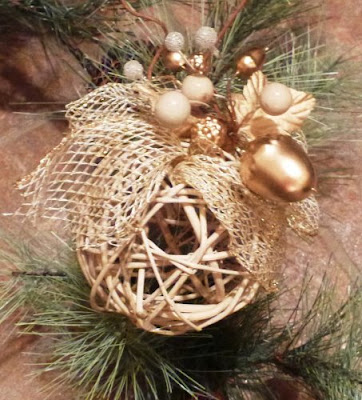 Simple chique tree ornament 1