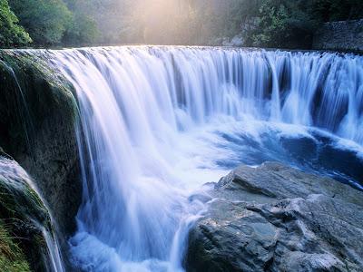 Cascada de un río