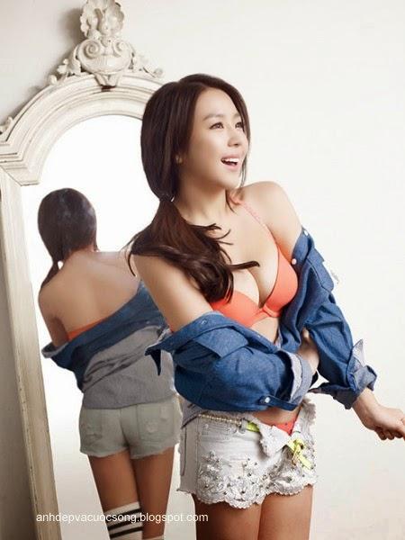 Ca sĩ Hàn Quốc làm người mẫu nội y 1
