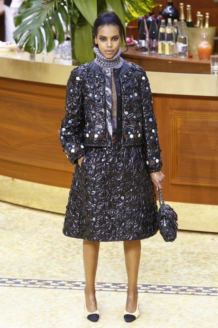 Chanel, Chanel AW15, Chanel FW15, Chanel Fall Winter 2015, Chanel Autumn Winter 2015, Chanel fall, Chanel fall 2015, du dessin aux podiums, dudessinauxpodiums, Chanel couture, chanel 4, karl lagerfeld, keira knightley chanel, parfum lagerfeld, purses for cheap, chanel france, coco chanel logo, fashion runway, chanel wallpaper, chanel model, karl lagerfeld chanel,  kendall jenner chanel