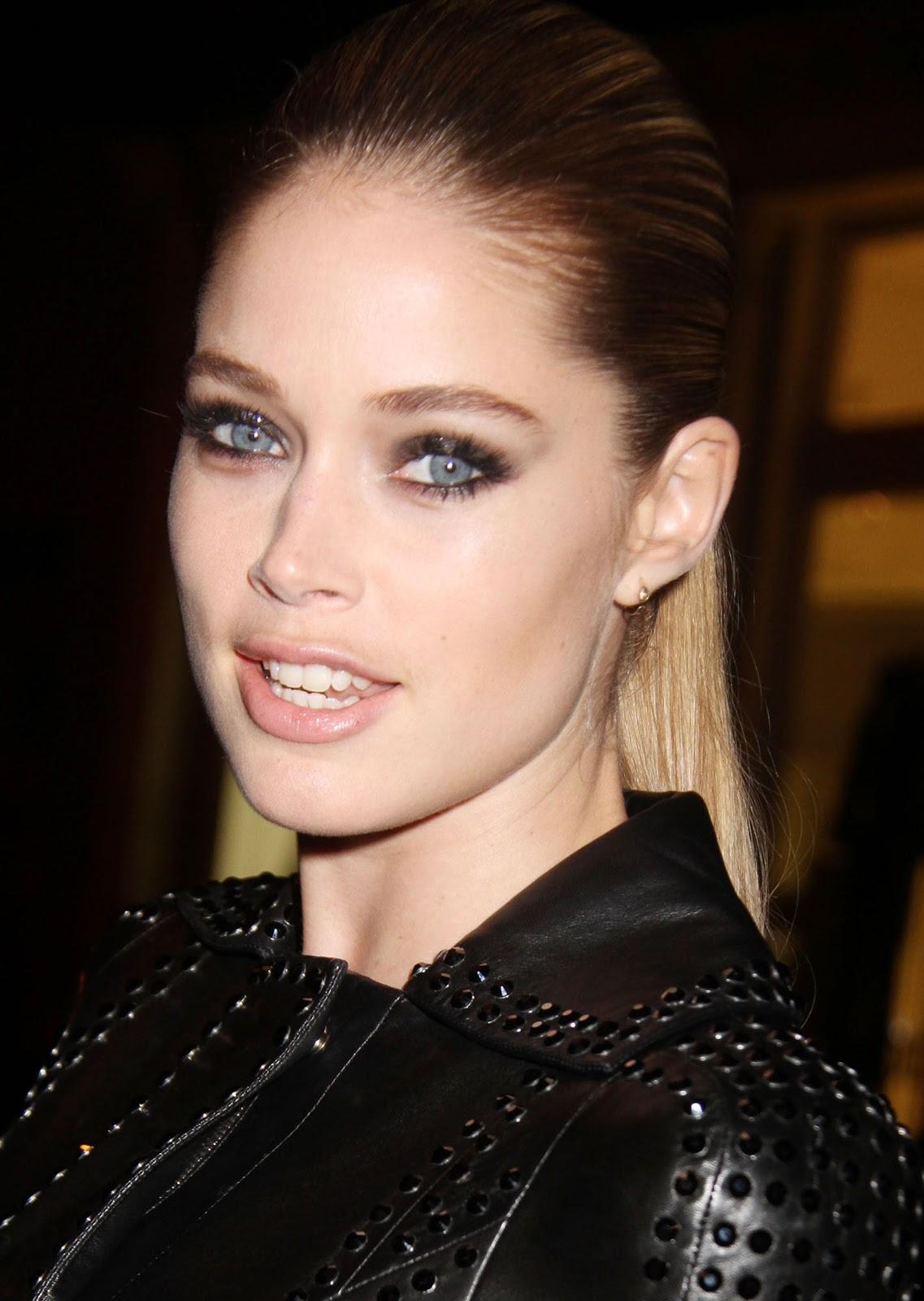 http://3.bp.blogspot.com/-VuB8itAYLaw/UKU_Z6r1FrI/AAAAAAAAk9g/Qh4zZ8PNNU8/s1600/Doutzen+Kroes+-+Versace+Soho+Store+Opening%252C+NYC+-+October+24%252C+2012+12.jpg