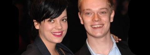 El actor que interpreta a Theon es hermano de Lily Allen