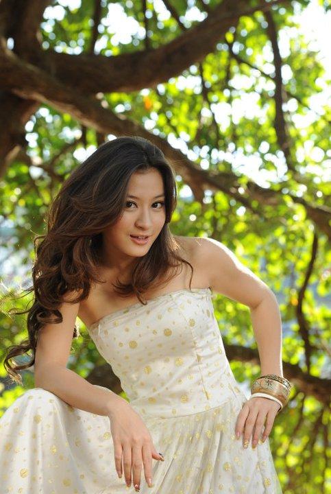 Myanmar model girl, Aye Wut Yee Thaungs Sexy Strapless