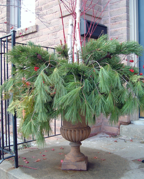 StyleBurb: Outdoor Winter Urn