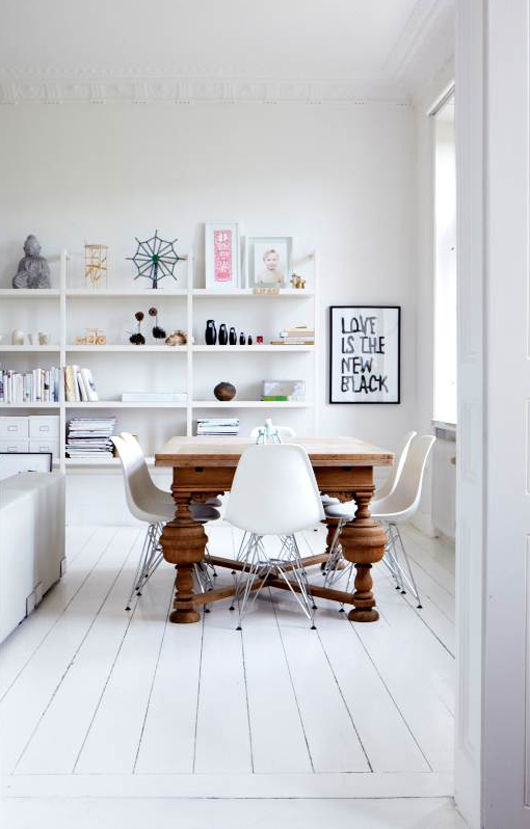 Puerta al sur mesa antigua con sillas nuevas for Sillas vintage modernas