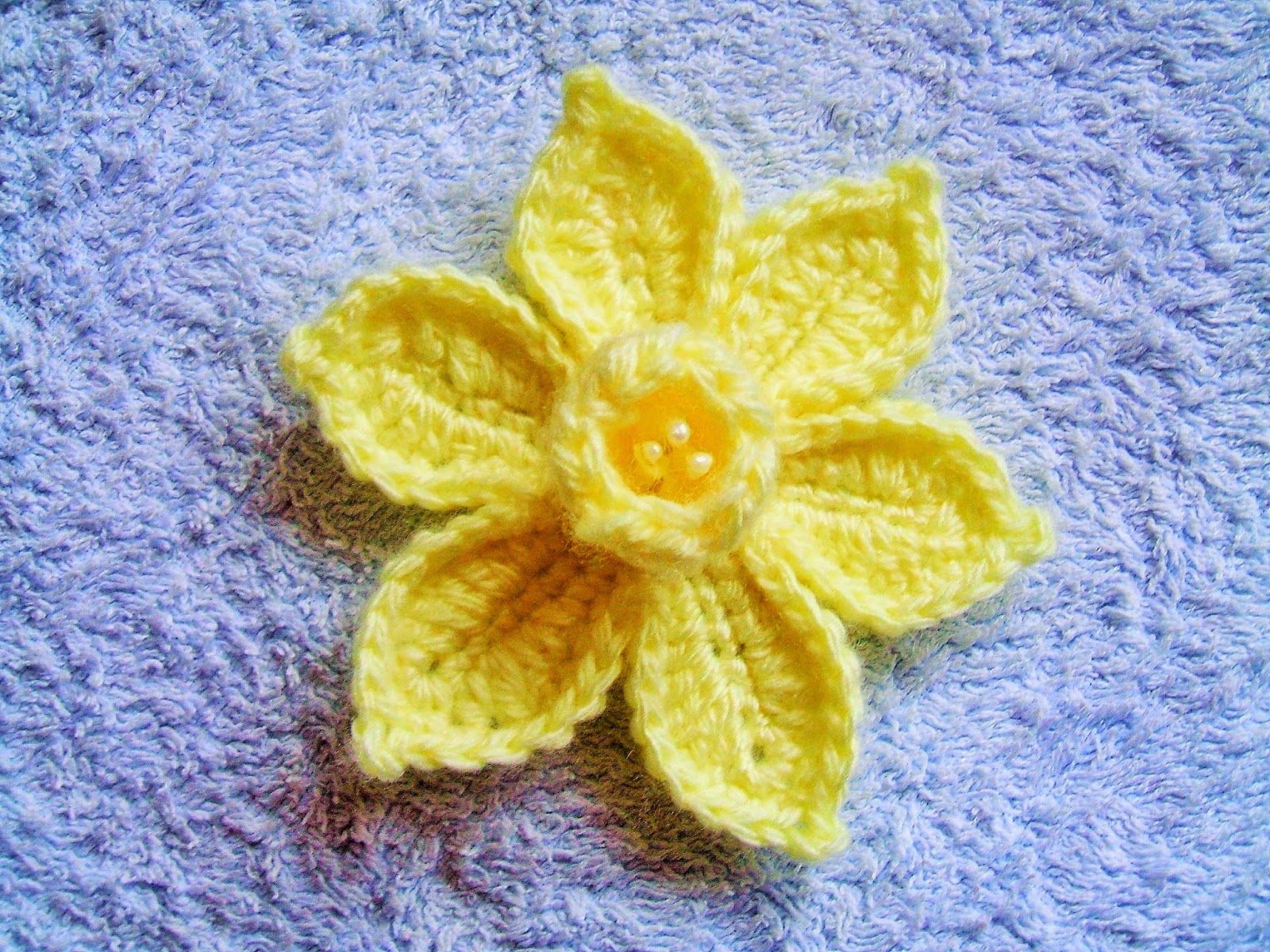 Free Pattern Crochet Daffodil : She Loves To Crochet: The Daffodil Pattern and Tutorial