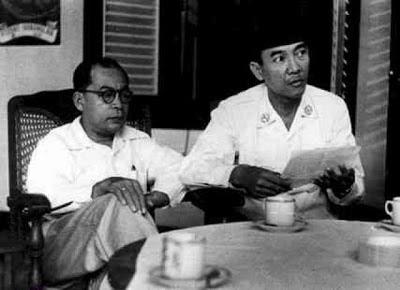 Cerita Gokil : Saat Soekarno kencingi Hatta