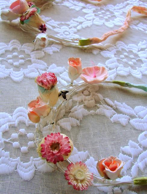 due collane con fiori boho