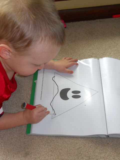 Three Ghost Friends: Toddler Busy Bag: Ghost Shape Tracing