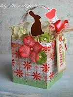 Квадратна кошничка от хартия с уникална украса
