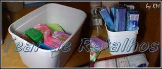 Sabonetes, pastas de dentes e outros, usar organizadores para guardar no armário.