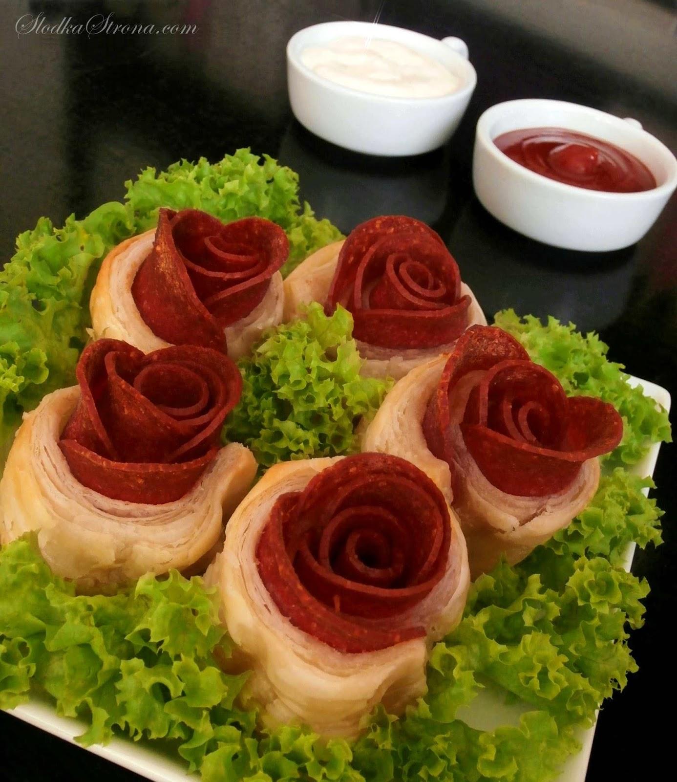 Róże z Ciasta Francuskiego i Salami - Przepisy - Słodka Strona