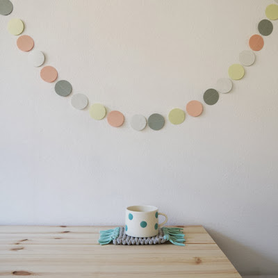 https://www.etsy.com/fr/listing/156899366/guirlande-multicolore-avec-ronds-en?ref=shop_home_feat