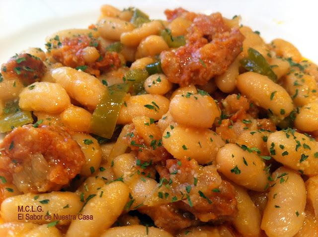 Jud as blancas con pimientos y chorizo for Cocinar judias blancas