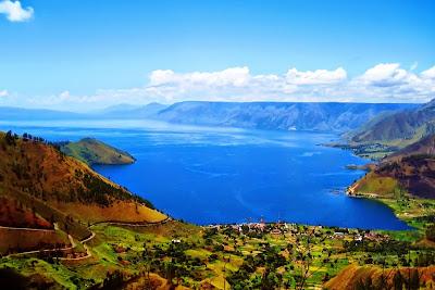 Danau Toba Sumatera Utara. ZonaAero