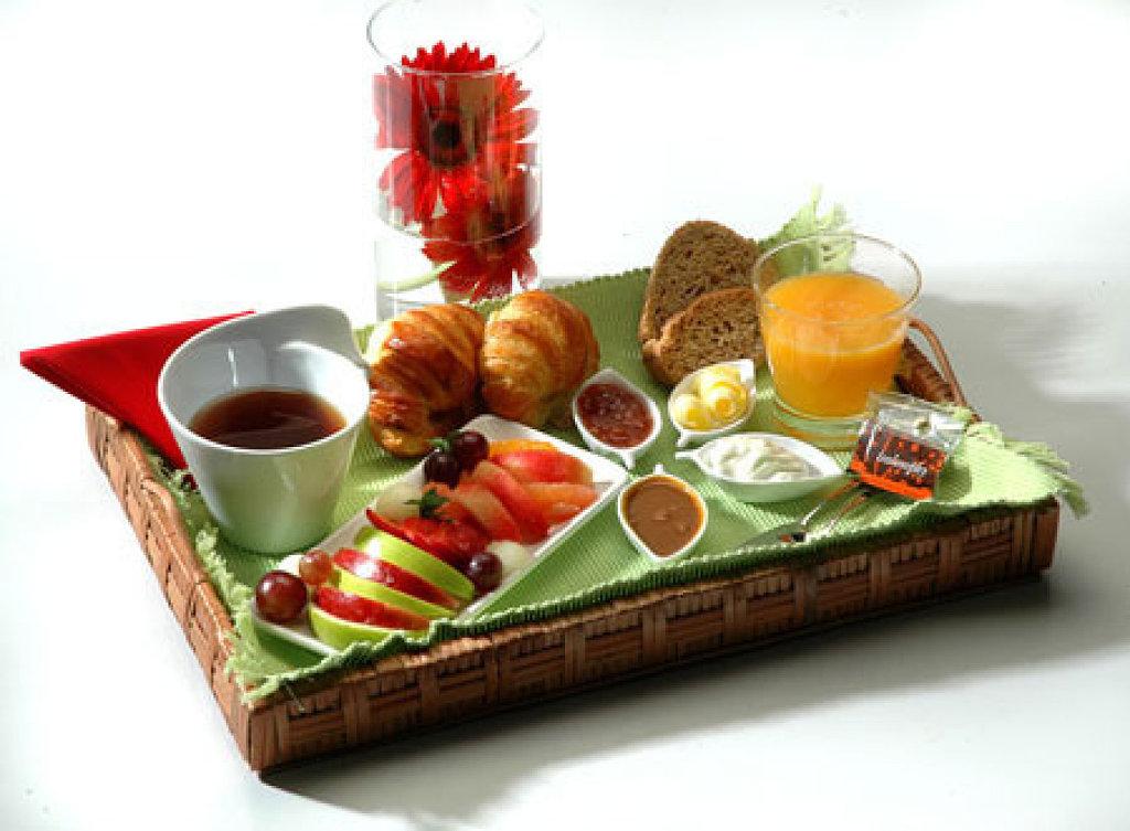 Guerrillerosglobales c mo preparar un desayuno rom ntico - Preparar desayuno romantico ...