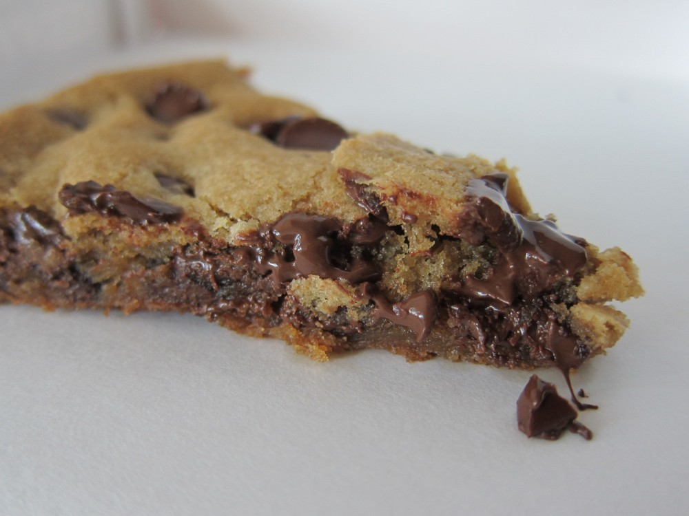 Review: Pizza Hut - Ultimate Hershey's Chocolate Chip Cookie ...
