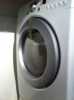 Modo de prender sapatos para secar na máquina de secar sem estragá-los