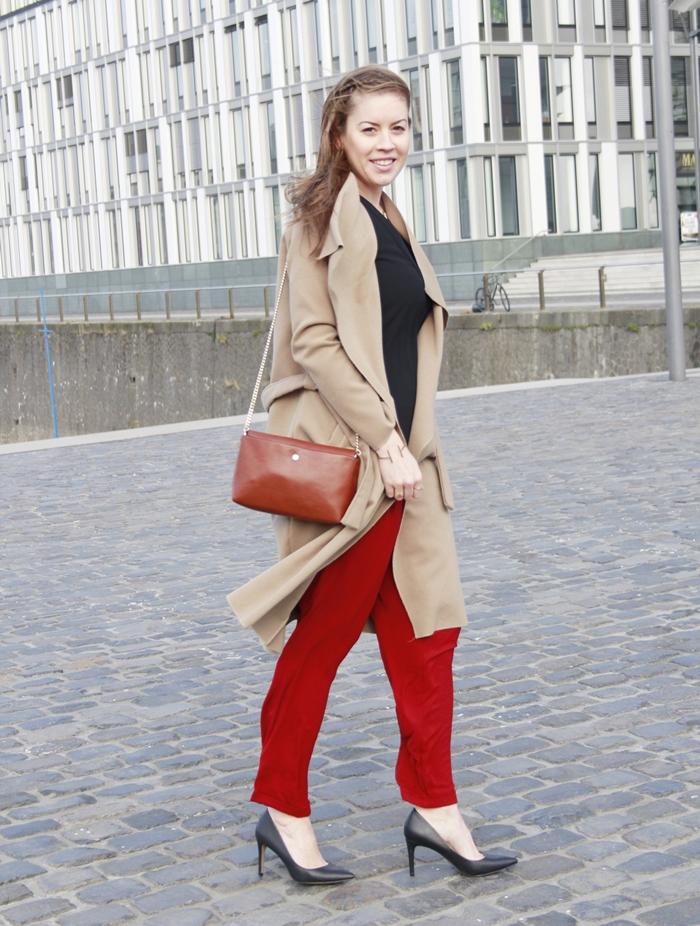 Trendfarbe Marsala, Trendcolour Marsala, Pantone Farbe des Jahres 2015, Marsala Hose, Marsala Pants, La Mode et Moi, Modeblog Köln, Fashionblog Cologne, Camel Coat, Wasserfallkragen, Beiger Mantel, Camel Trend