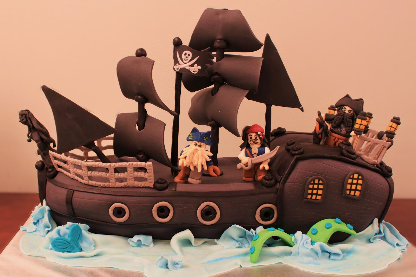 Lego pirates of the caribbean cake i haven t had this much fun with a