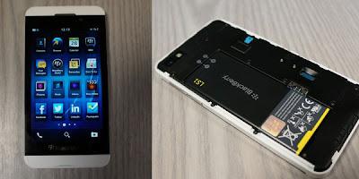 Penampakan BlackBerry Z10 warna putih