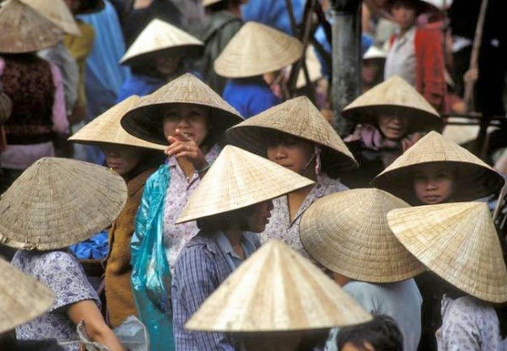 Eines Der Schönsten Länder Asiens Ist Genauso Ursprünglich Wie Vielfältig:  In Den Kolonial Geprägten Städten Herrscht Bunter Trubel, Unterschiedliche  ...